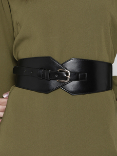 Just The Pretty Curves Black Waist Belt