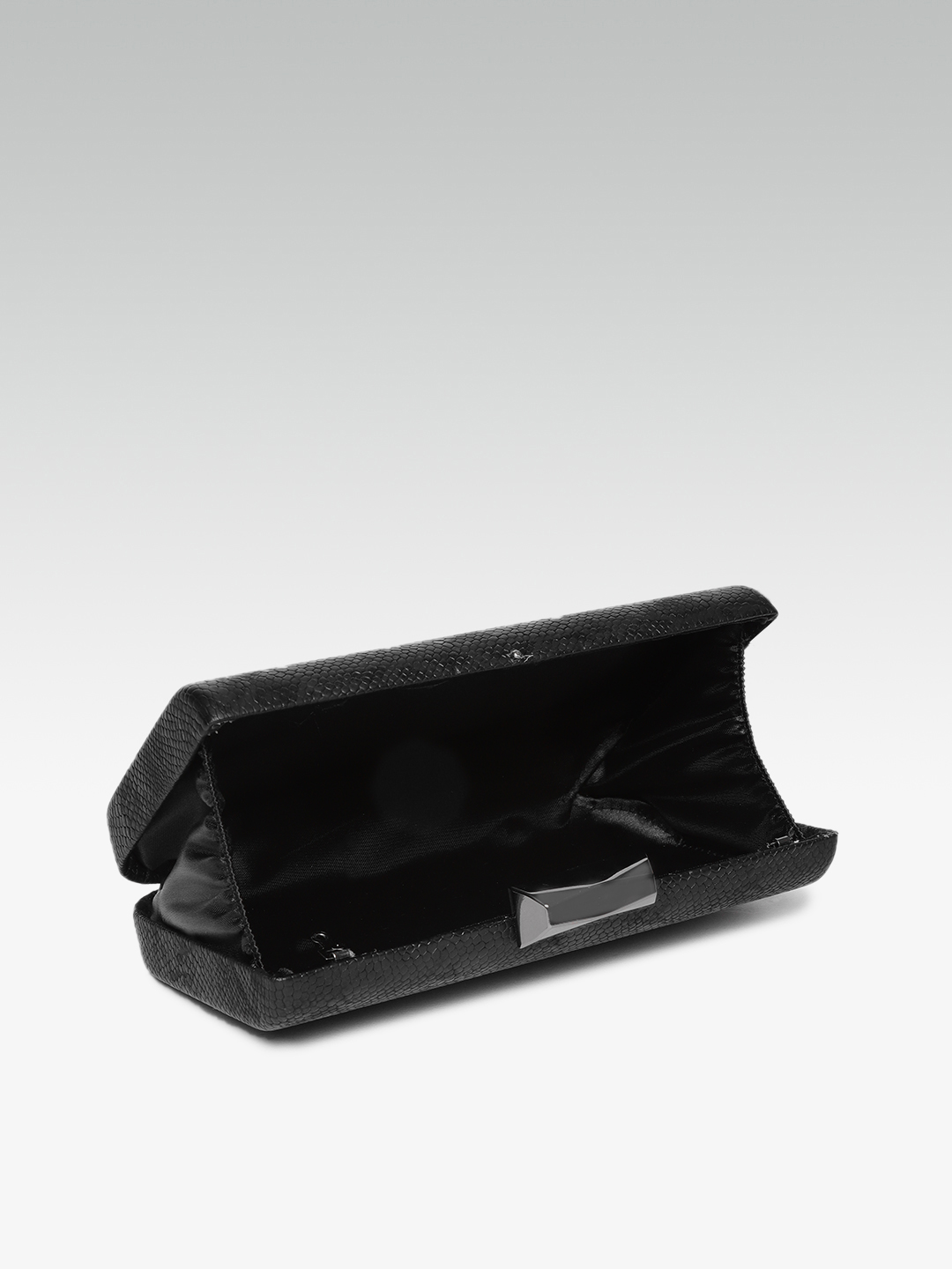 Clutches-Black The Attention Seeker Clutch5